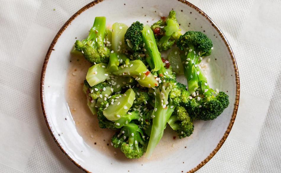 Brócoli con semillas de sésamo. Blog de moda. Nutrición