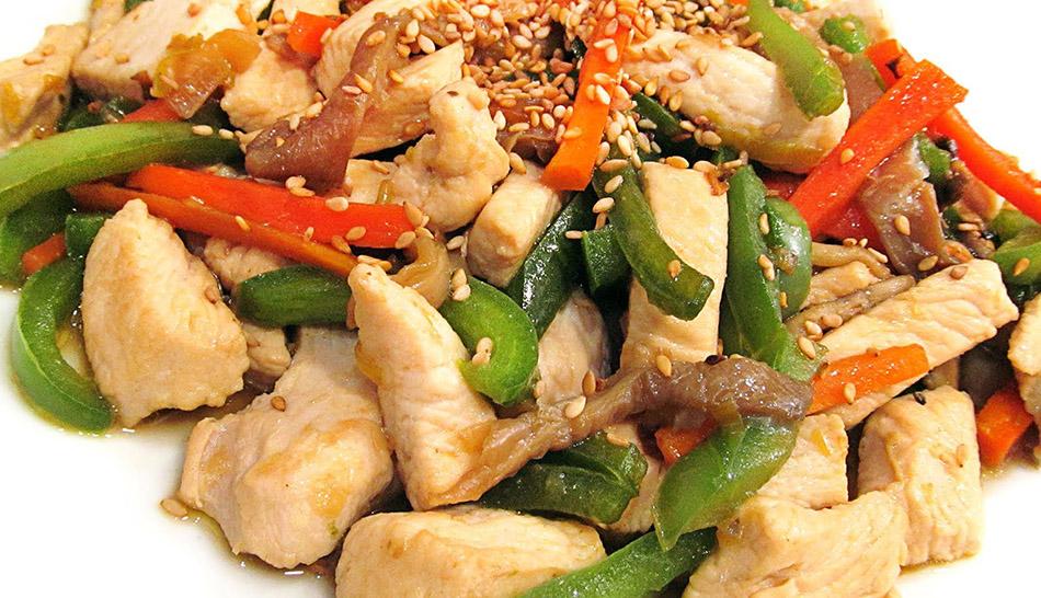 Pollo con verduras salteadas. Nutrición. Dieta