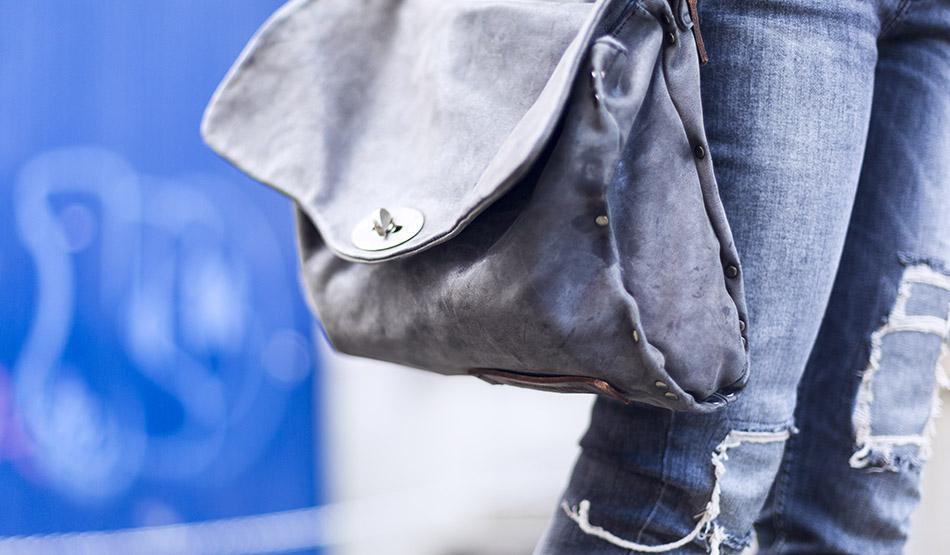 bolso hakei de cuero tipo sobre de cartero