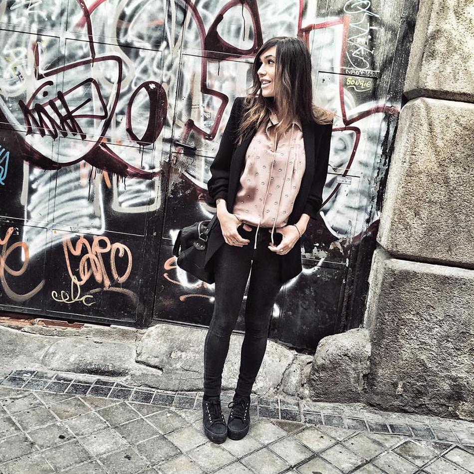 look de street style con blusa de Hakei