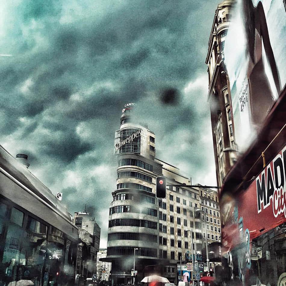 Madrid nublado y lluvioso. Gran Vía. Plaza de Callao