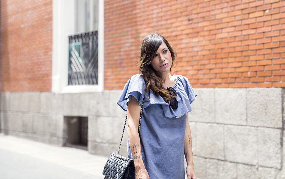 street style hakei blue dress and sandals prada sunglasses 03