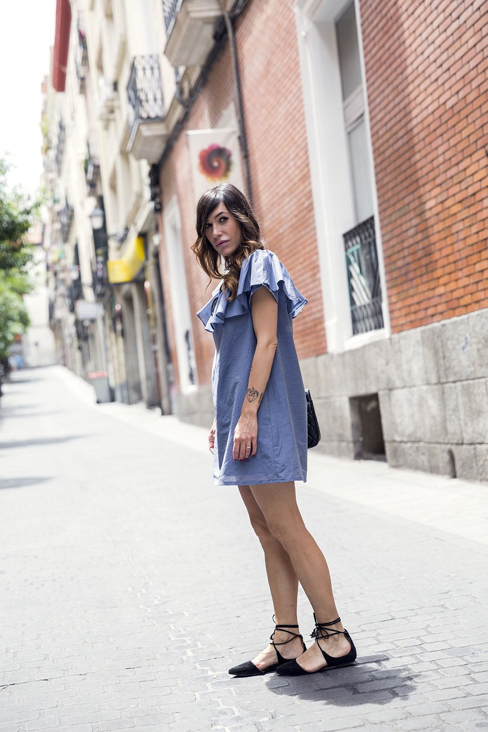 street style hakei blue dress and sandals prada sunglasses 06