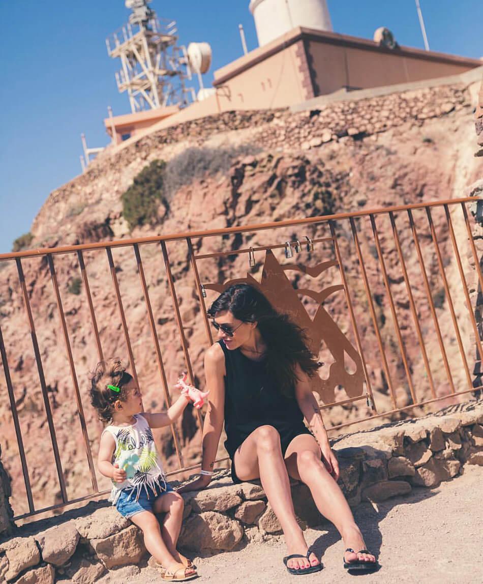 faro de Cabo de Gata. madre e hija