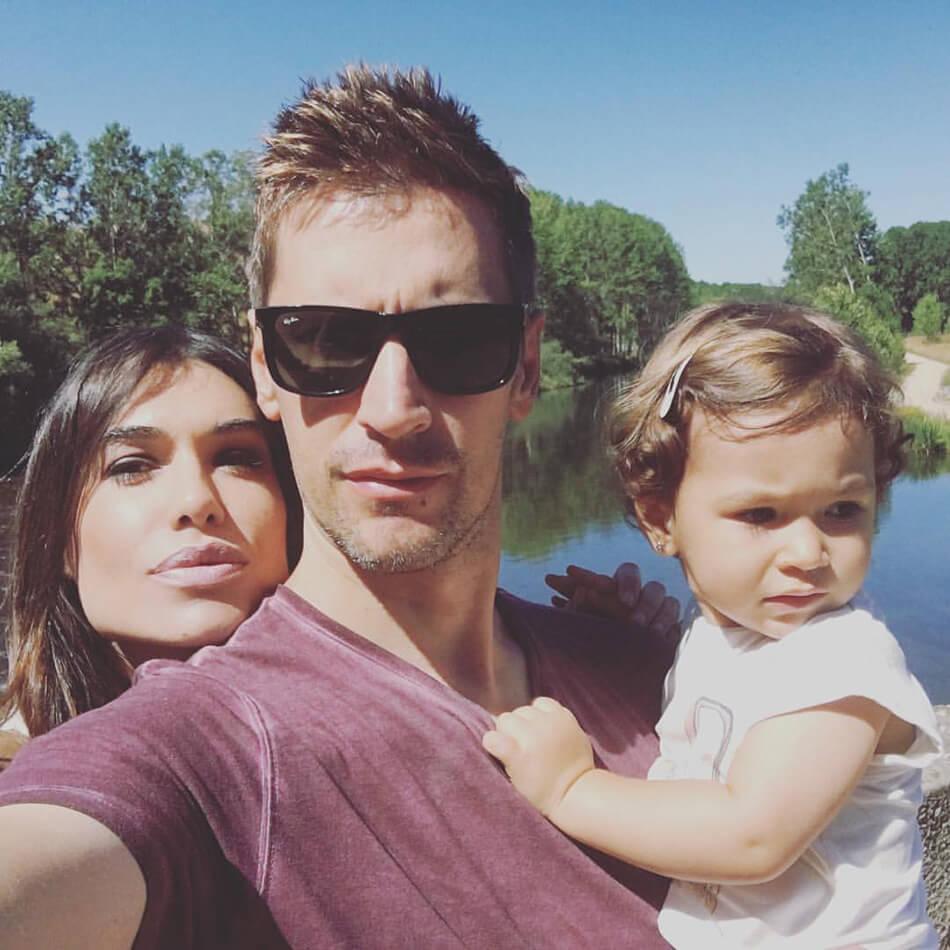 familia. padre, madre y bebé niña