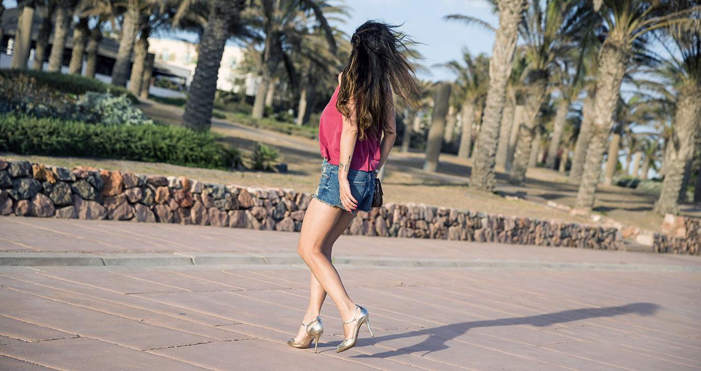 street style cabo de gata playa mango top denim shorts zara shoes 01
