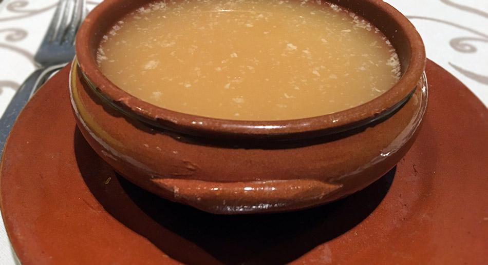 la posada del león de oro, cocina tradicional. sopa de cocina