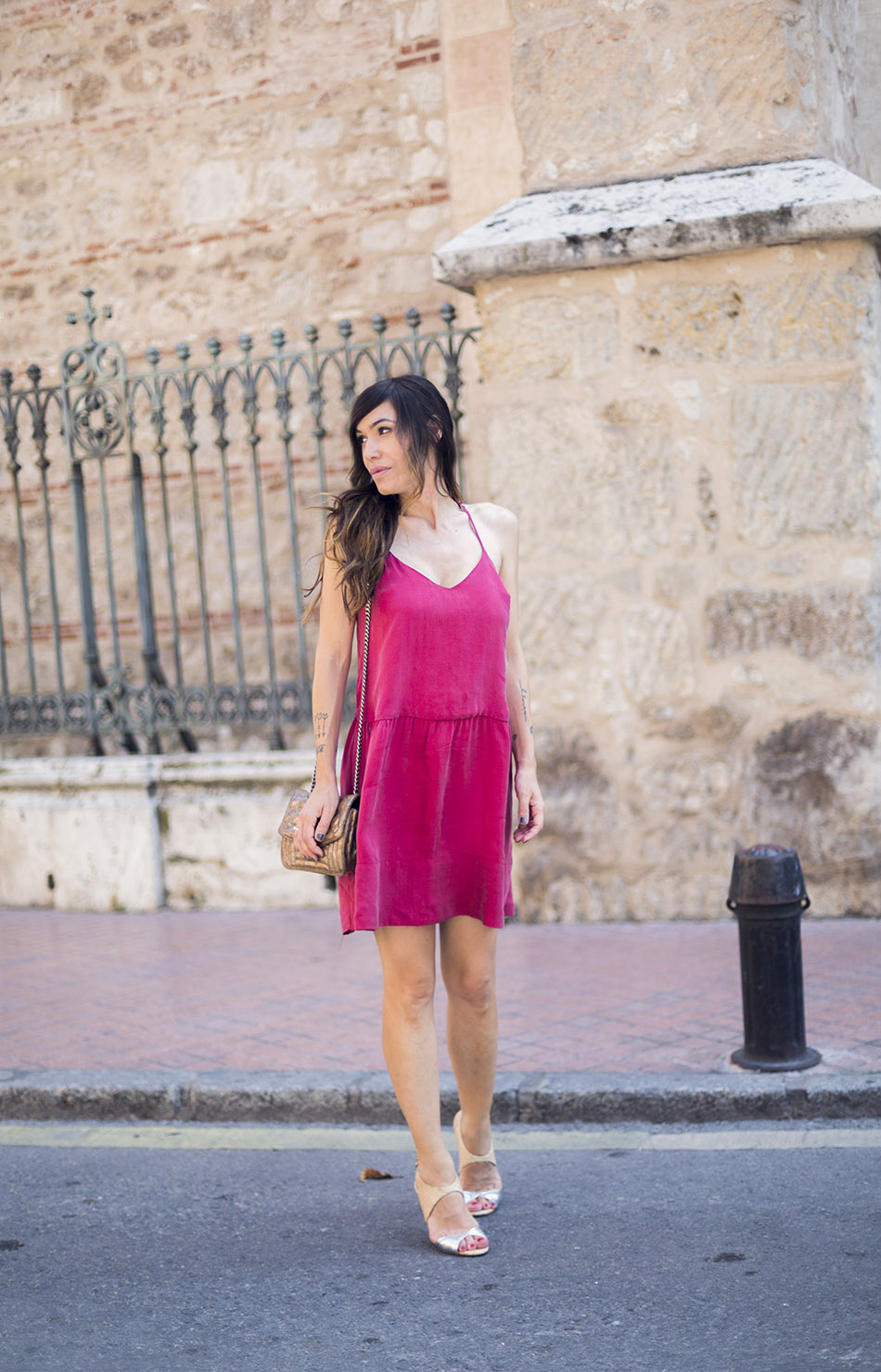 street-style-american-vintage-red-dress-zara-shoes-02