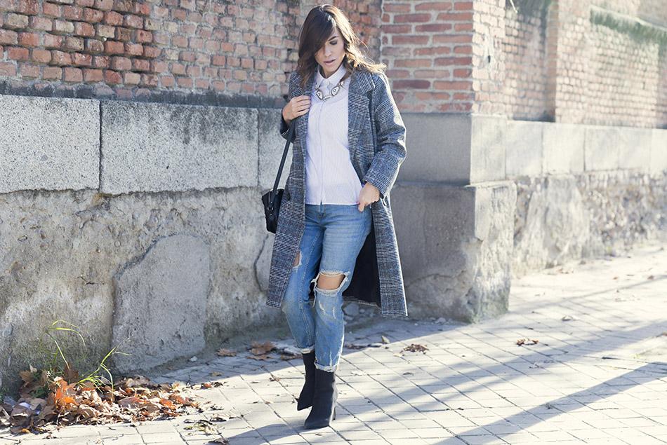 street-style-mango-necklace-hakei-bag-mango-boots-denim-jeans-06