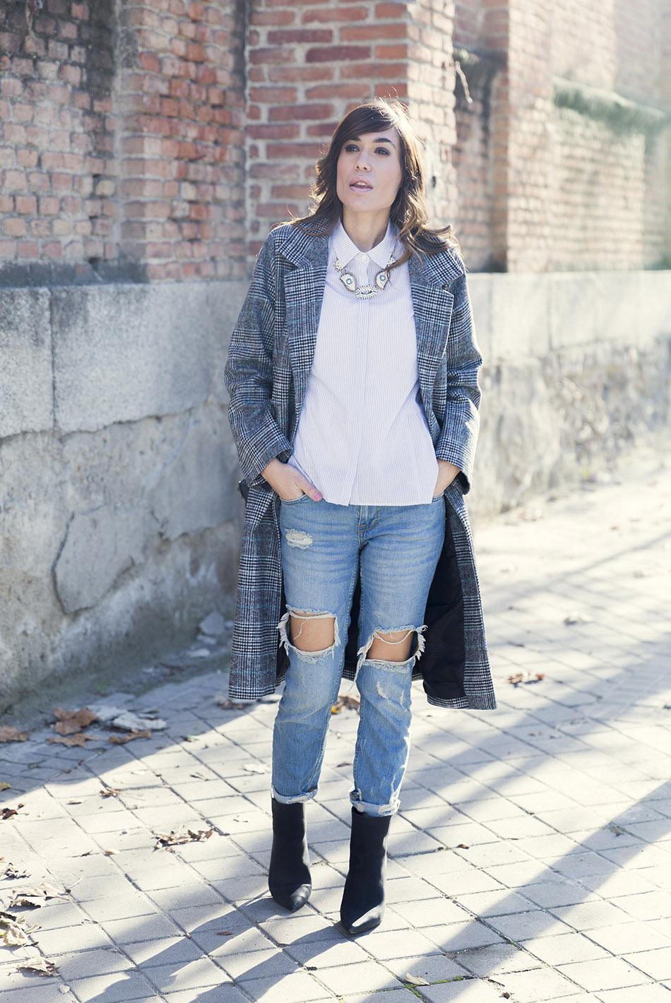 street-style-mango-necklace-hakei-bag-mango-boots-denim-jeans-07