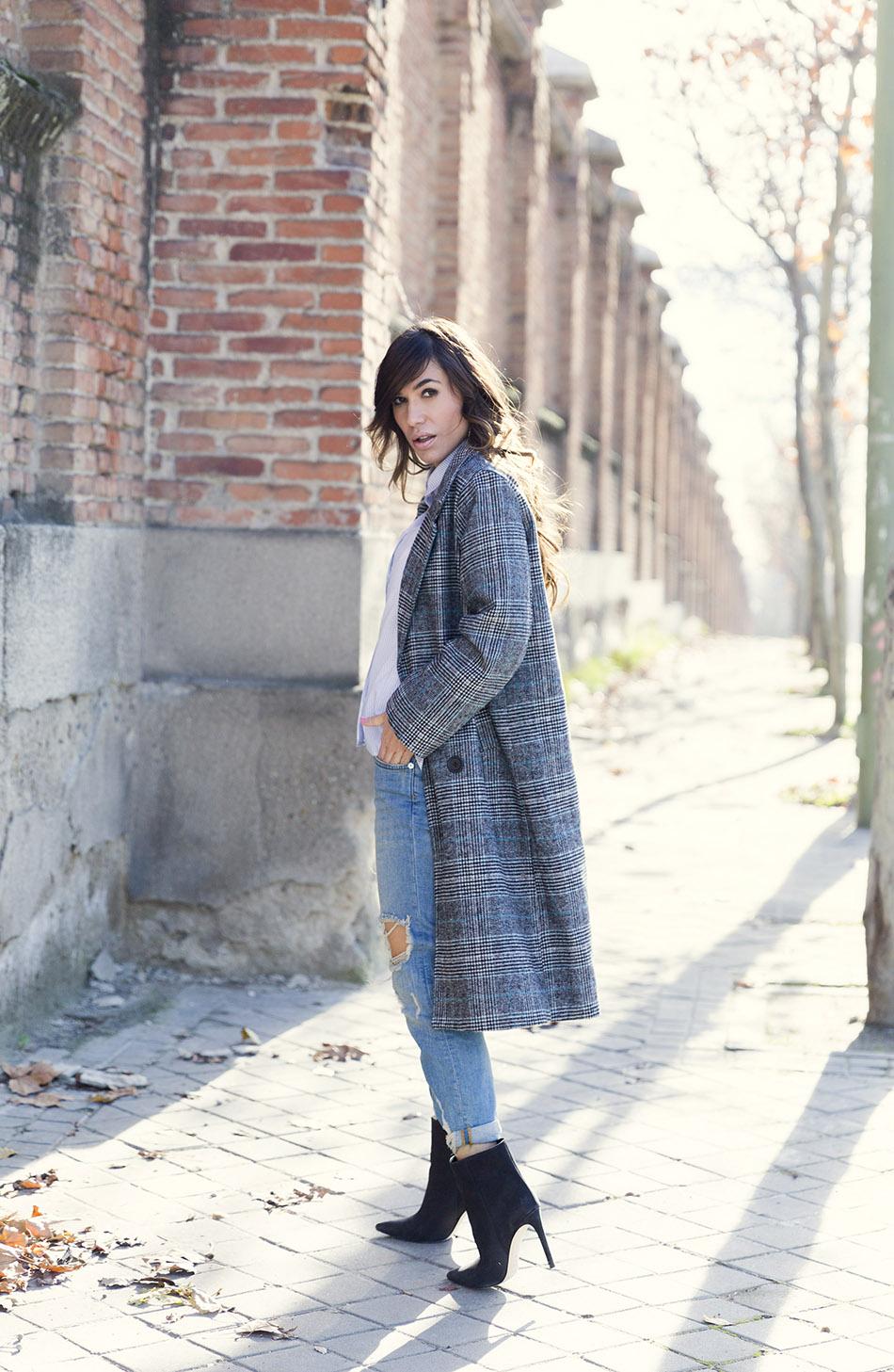 street-style-mango-necklace-hakei-bag-mango-boots-denim-jeans-11