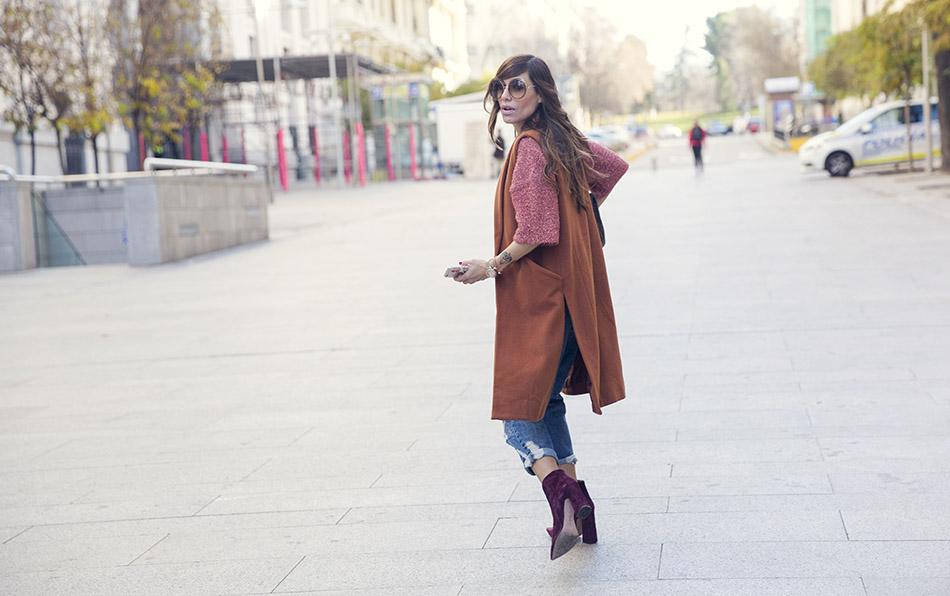 street-style-pura-lopez-boots-chloe-sunglasses-denim-jeans-07