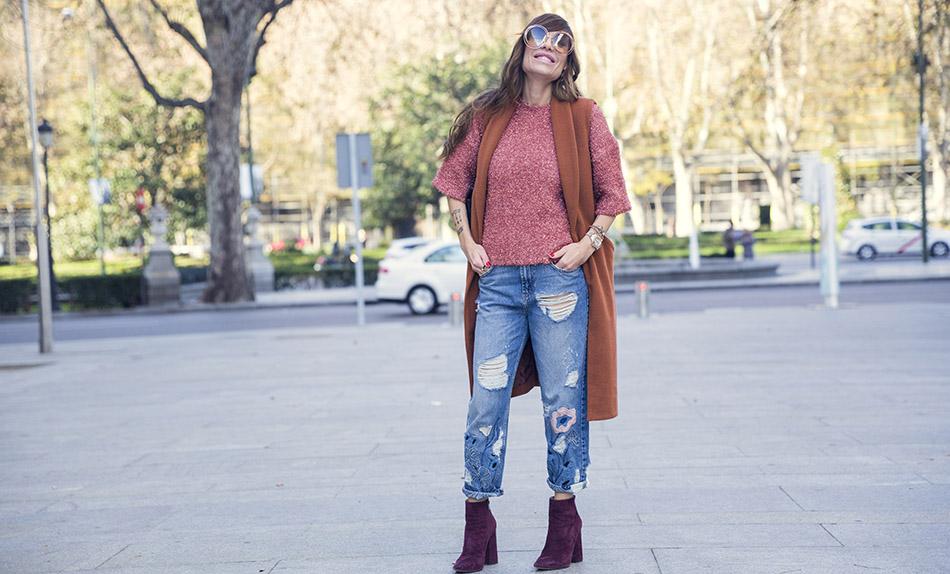 street-style-pura-lopez-boots-chloe-sunglasses-denim-jeans-09