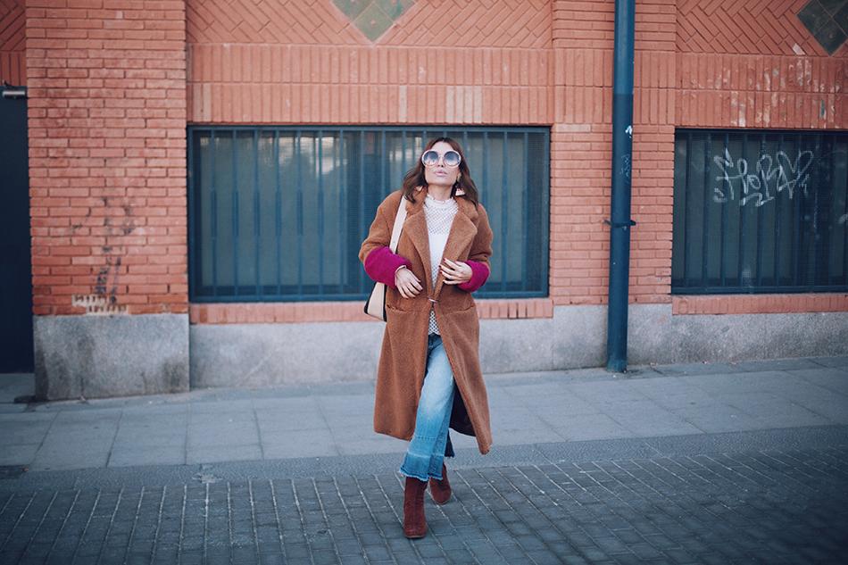 Bárbara Crespo street style. Contrast faux fur coat/abrigo: Mango. Jeans: MANGO. Gafas/sun glasses: Chloé. Trendy outfit