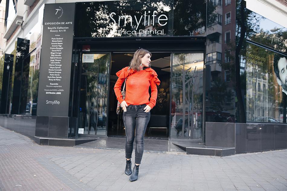 Bárbara Crespo street style. Pullover/Jersey: Kiabi. Trendy outfit. Clínica Smylife