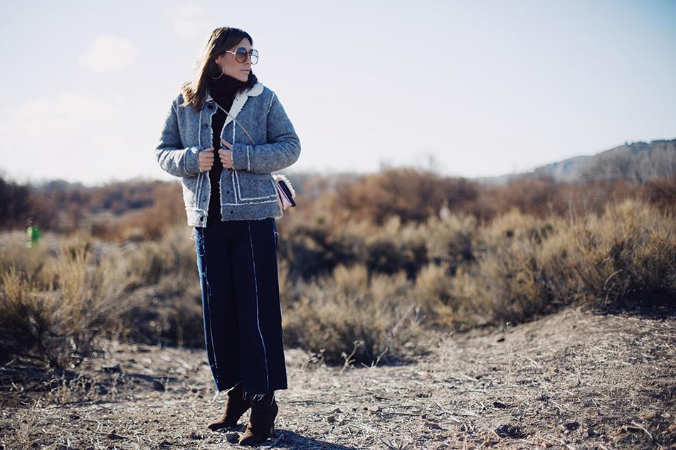 Bárbara Crespo street style. Gafas de sol/Sunglasses: Chloé. Cazadora de piel con lana y forro de borreguito de Kiabi. Bolso/Bag: Tous.Trendy outfit