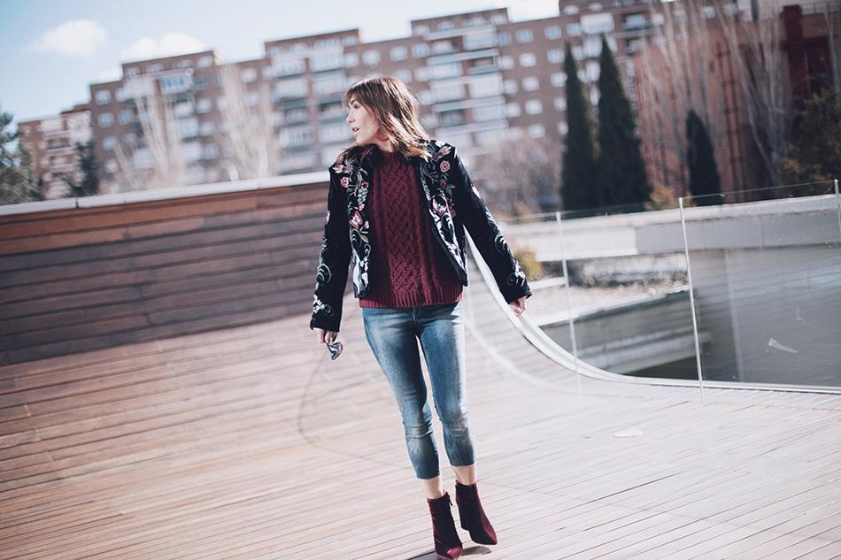 Bárbara Crespo street style / Embroidered jacket / Chaqueta bordada: Shein Jersey / Pullover: Kiabi Jeans:Reiko Botas / Boots: Pura López Pendientes / Earrings: Mango Gafas de sol / Sunglasses: Dior