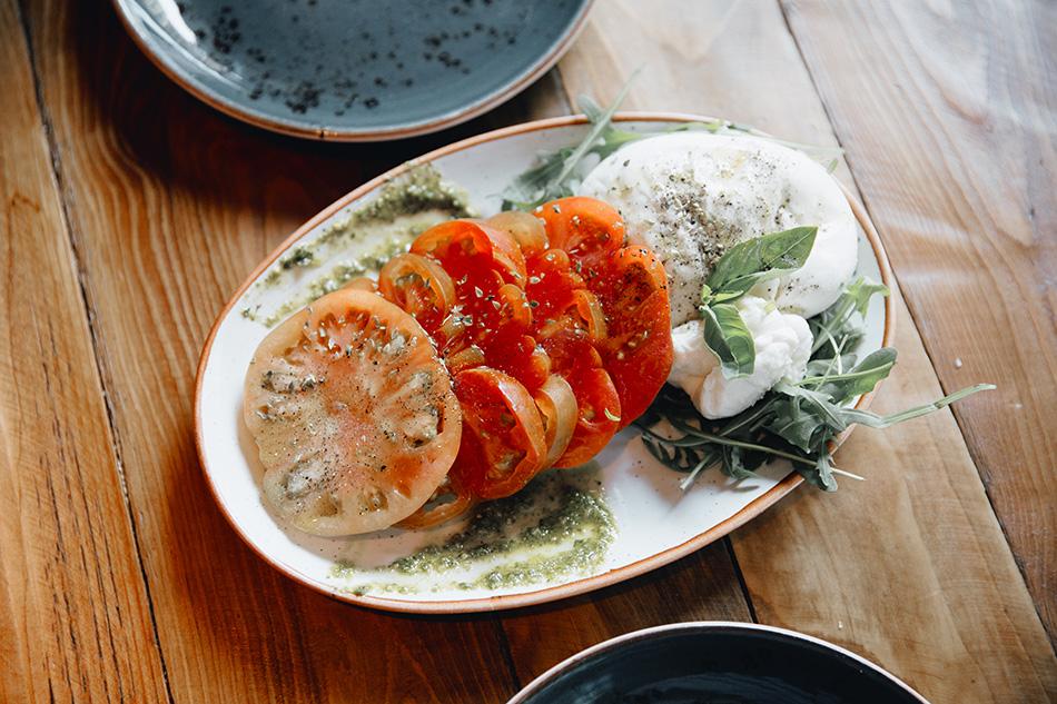 burrata y tomattes