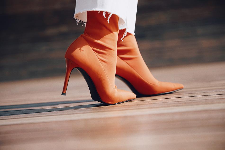 Bárbara Crespo street style. Blazer: Kiabi, HERE Jeans: Mango Ankle boots / Botines: Mango Nautical cap / Gorra: Mango Pendientes / Earrings: Mango Watch / Reloj: Michael Kors Gafas / Glasses: Kiabi, HERE