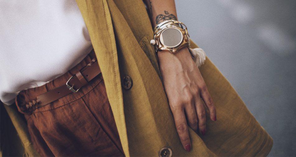 Bárbara Crespo streetstyle. Top: Moitié Shop. Blazer: Moitié Shop. Shorts:Moitié Shop. Watch / Reloj: Michael Kors. Necklace / Collar: Moitié Shop. Ring / Anillo: Kiabi. Bag / Bolso: Zara