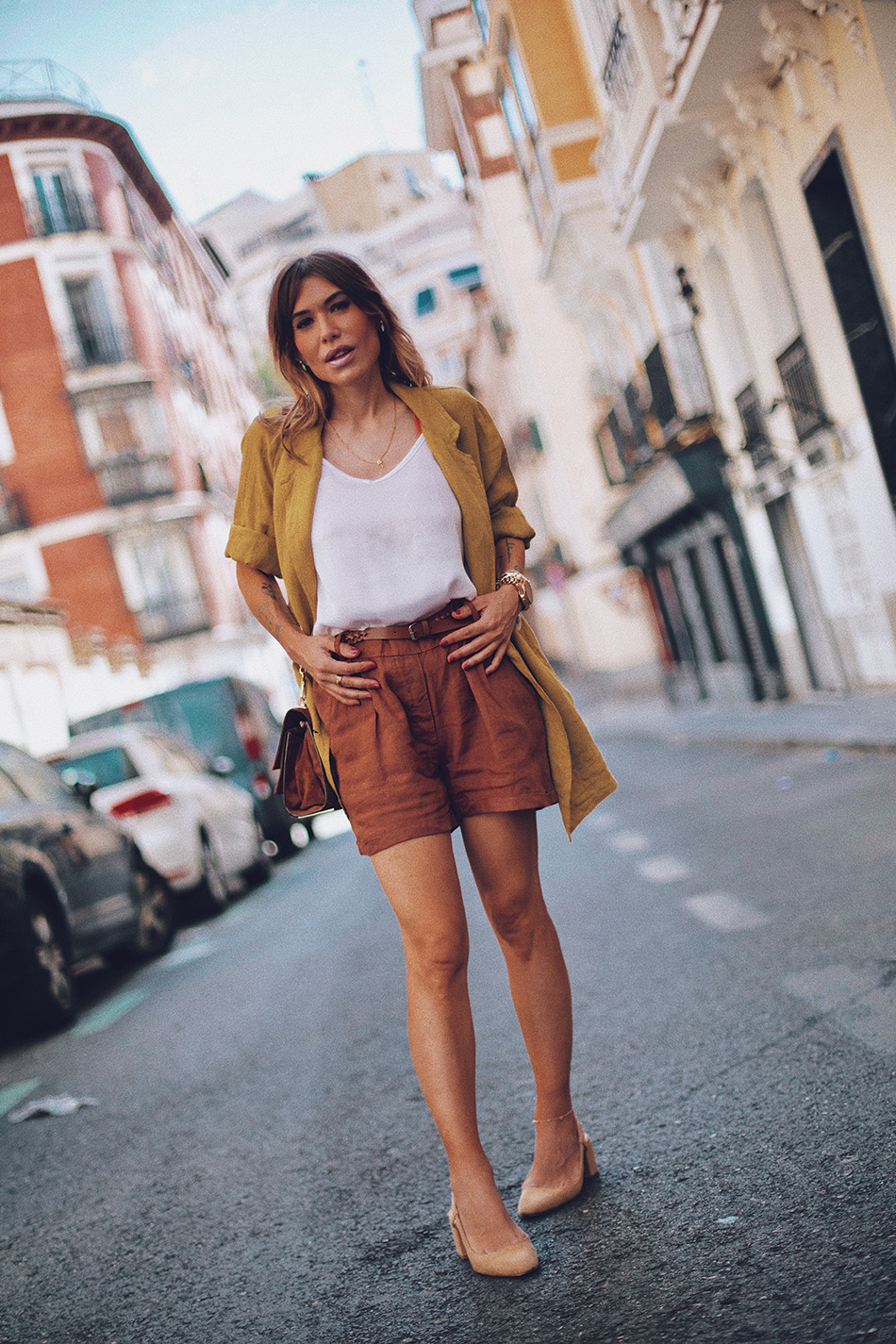 Bárbara Crespo streetstyle. Top: Moitié Shop. Blazer: Moitié Shop. Shorts: Moitié Shop. Watch / Reloj: Michael Kors. Necklace / Collar: Moitié Shop. Ring / Anillo: Kiabi. Bag / Bolso: Zara