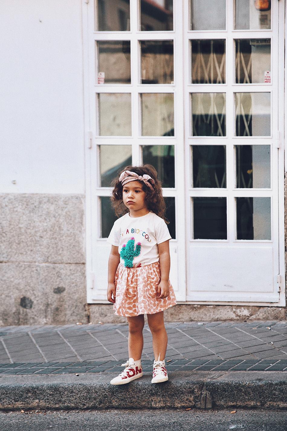 Bárbara Crespo streetstyle. T-Shirt / Camiseta: Moitié Shop. Playsuit / Mono: Moitié Shop. Watch / Reloj: Michael Kors. Necklace / Collar de palmera: Moitié Shop. Bag / Bolso: Michael Kors. Bracelet / Pulsera de plata: Kiabi. Bracelet / Pulsera de brillantitos: Swarovski. Sunglasses / Gafas de sol: Mango