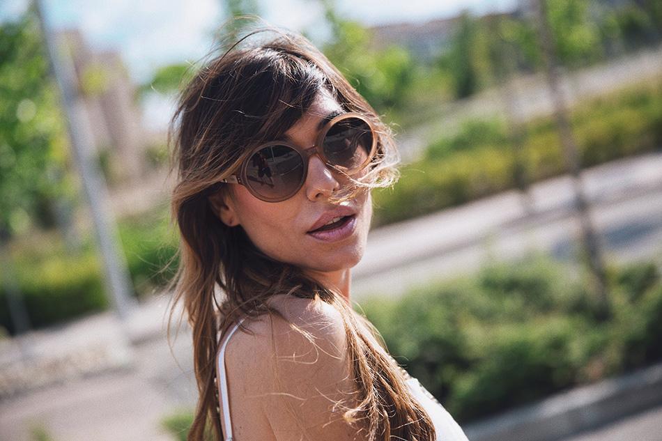 Bárbara Crespo streetstyle. Dress / Vestido: Shein. Sandals /Sandalias planas: Kiabi. Sun Glasses / Gafas de sol: Tous. Watch / Reloj: Marc Jacobs. Pendants / Colgantes: Tous. Bag / Bolso: Zara.