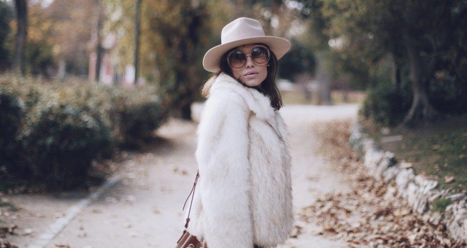 Bárbara Crespo street style. El Retiro. Gafas/sun glasses. Chloé. Sombrero/Hat: Lack of Color. Jeans: Reiko / Trendy outfit
