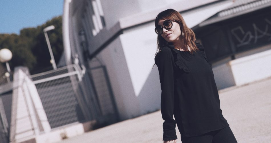 Bárbara Crespo street style / Blouse / Blusa: Kiabi Pants / Pantalones:Zara Shoes / Zapatos: Pura López Pendientes / Earrings: Mango Bolso / Bag: Chanel Gafas de sol / Sunglasses: Miu Miu