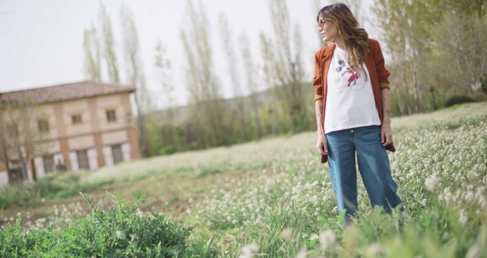 Bárbara Crespo streetstyle. Blazer: Kiabi. Mickey Mouse Tshirt / Camiseta. Kiabi. Triple X Balenciaga Sneakers. Sunglasses / Gafas de sol: Chloé