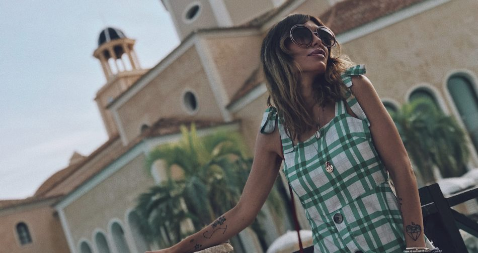 Bárbara Crespo streetsyle. CHECKED green DRESS WITH BUTTONS from Zara