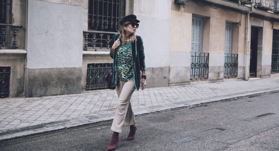 Bárbara Crespo. Green animal print blouse