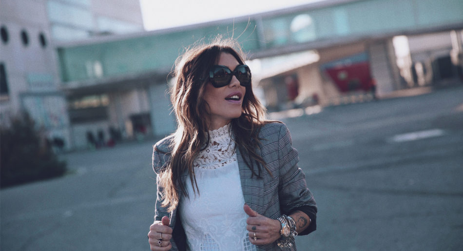 Bárbara Crespo streetstyle. Blazer, blouse and Doctor Martens boots. Chanel bag. Chanel sunglasses